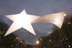 En Madrid, el cielo fue el eje argumental de la cabalgata, con una comitiva real en la que estaban representadas las tres constelaciones: Pegaso (Melchor), Pez Austral (Gaspar) y Capricornio (Baltasar).