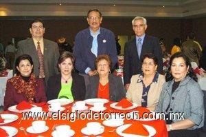01012008 Angélica de González, Martita González, Cuquita de Martínez, Susy de Sepúlveda, Lety de Contreras, Eladio González, Jesús Martínez y Guillermo Contreras.