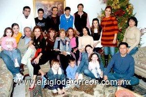 01012008 Todos los miembros de las familias que se reunieron en la posada de los Casale Guerra.