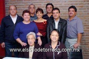 02012008 Doña Adela de Rivera junto a sus hijos, José Luis, Jaime, Césra, Adela, Maricela, Mario, Victor y Martha Rivera Velázquez.