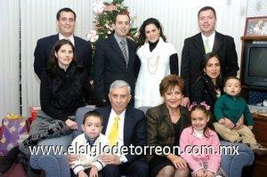 02012008 La familia Catú celebró el cumpleaños número 50 del doctor Enrique Catú Brito elk 26 de diciembre con una agradable reunión.