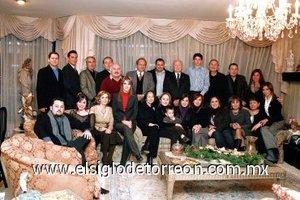 03012008 En la cena de Navidad realizada en casa del señor Luciano Arriaga se reunieron las familias Arriaga Valdez, Arriaga Macías, Arriaga Salazar y Dávalos Arriaga.