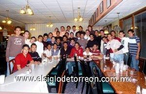 03012008 Integrantes del Blun Atlético Lagunero de Segunda División disfrutaron de su comida navideña recientemente.