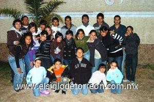 03012008 Jorge Alberto celebró sus quince años en compañía de su primos.