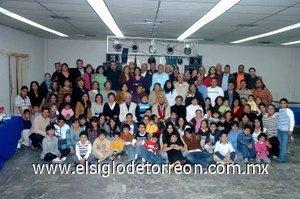 04012008 De distintos destinos del país acudieron los integrantes de la familia Frausto a su reunión navideña para pasar gratos momentos.