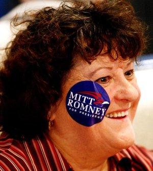 Una simpatizante del ex gobernador de Massachusetts y aspirante a convertirse en el candidato republicano a la Presidencia Mitt Romney.
