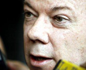El ministro colombiano de Defensa, Juan Manuel Santos,  dijo que las secuestradas fueron recogidas por el CICR en un descampado de un lugar selvático, con algunas viviendas indígenas, entre las localidades de La Paz y Taomachipán, a unos 100 kilómetros al sureste de San José del Guaviare, la principal población de esa región colombiana.