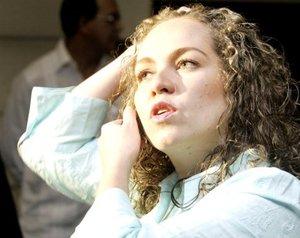 Patricia Perdomo, hija de la ex congresista Consuelo González de Perdomo, se mostró contenta por la liberación de su madre.