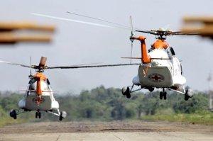 En los dos helicópteros viajaron a la misión el ministro del Interior de Venezuela, Ramón Rodríguez Chacín, designado por Chávez como coordinador de la operación; el embajador de Cuba en Caracas, Germán Sánchez Otero; y la senadora opositora colombiana Piedad Córdoba.