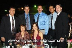 12012008 Iván Aguilera, Sam, Gabriel, Rubén, Simona, Maricel y Floarea Hacman asistieron a reciente banquete nupcial.