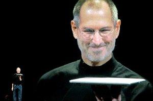 Jobs destacó que el MacBook Air tiene una carcasa realizada completamente en aluminio.