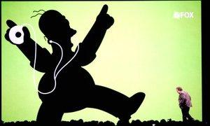 También Steve Jobs, divulgó una serie de nuevas características para iPhone, un artefacto que combina los servicios de teléfono celular, reproductor de música y acceso a internet.