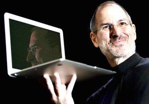 Observado de perfil, el MacBook Air mide 0.4 centímetros en su parte más fina y 1.9 centímetros en su parte más gruesa y dispone de una pantalla LED de 13.3 pulgadas.