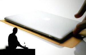 Steve Jobs, presidente del grupo tecnológico Apple, anunció el lanzamiento de MacBook Air, el portátil más delgado del mundo.