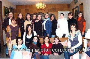 14012008 Las festejadas en compañía de las asistentes a la reunión de cumpleaños.