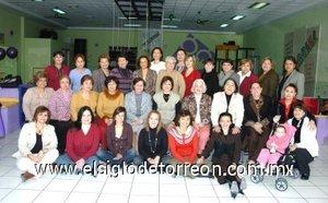 15012008 En compañía de amistades y familiares, Martha Ortega de Ávalos festejó su aniversario de vida.