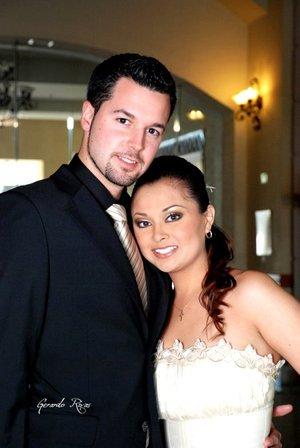 Sr. Ricardo Latorre Ara y Srita. Karla Fabiola Ángel Guerrero unieron su vida en matrimonio el pasado sábado cinco de enero de 2008.  <p> <i>Videosecuencia Creativa Gerardo Rivas.</i>