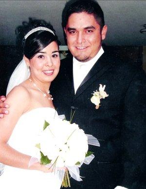 Sr. Francisco Javier Soto Rivas y Srita. María Guadalupe Sánchez Nava contrajeron matrimonio en la parroquia de San Juan de los Lagos, el pasado sábado siete de julio de 2007.