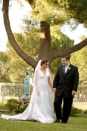 Sr. Ramiro Cantú Fernández y Srita. Melissa Mijares Campa contrajeron matrimonio en la Parroquia de San Pedro Apóstol el pasado sábado primero de diciembre de 2007.  <p> <i>Estudio Carlos Maqueda.</i>