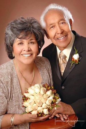 Sr. Andrés Arellano Guerrero y Sra. María Esther Gómez de Arellano celebraron sus Bodas de Oro, con una misa de acción de gracias en la parroquia de San Pedro Apóstol el pasado sábado 29 de diciembre de 2007.  <p> <i>Estudio Laura Grageda</i>