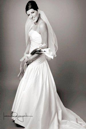 Lic. Sandra Berenice Trejo Castillo el día de su enlace matrimonial con el Ing. Rafael Alberto Quiroz Casillas. <p> <i>Estudio Laura Grageda.</i>