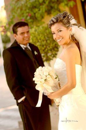 Sr. Luis Alberto Ortiz García y Srita. Brenda Lizeth Robles Barraza contrajeron matrimonio en la parroquia de San Juan de los Lagos, el pasado sábado 19 de enero.  <p> <i>Estudio Carlos Maqueda</i>
