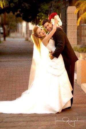 Sr. Manuel J. Jaidar Gutiérrez y Srita. Daniela Acosta Alvarado unieron su vida en sagrado matrimonio a la del  en la parroquia de La Sagrada Familia, el pasado sábado 29 de diciembre de 2007.  <p> <i>Estudo Laura Grageda</i>