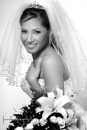 Srita. Rocío Borja Cerda el día de su boda con el Sr. Rubén de Alba de la Torre. <p> <i>Estudio Laura Grageda</i>