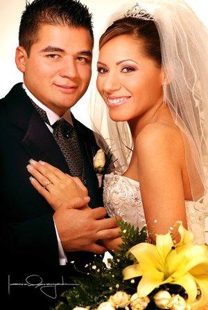 Sr. Rubén de Alba de la Torre y Srita. Rocío Borja Cerda contrajeron matrimonio en la parroquia de La Inmaculada Concepción el 12 de enero de 2008.  <p> <i>Estudio Laura Grageda</i>