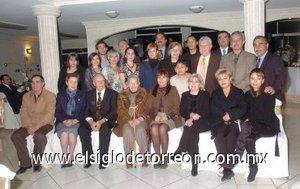 16012008 60 años de casados celebraron recientemente los señores Luis Carlos Silva Guevara y María del Carmen Campillo de Silva, los acompañaron sus hijos, hijos políticos, familiares y amigos.