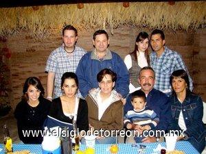 20012008 Raquel, Adriana, Fabiola, Carlos y Olga  Díaz Flores, Paco Aguilar, Arturo Estrada, Alejandra y Carlos Díaz Flores.