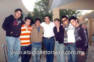 27012008 Javier Rodríguez, Gerardo Zablah, Ricardo Seceñas, Sergio González, Jorge Máynez y Carlos Barroso, acompañaron a Eugenio Treviño el día de su cumpleaños.