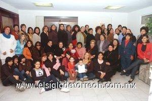 27012008 Muy concurrida lució la fiesta de regalos para bebé organizada en honor de Brenda Fernández Olivas.