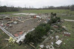 Las tormentas pasaron por Alabama, con intensas lluvias y vientos huracanados, dañando varias viviendas en los condados al oeste de Birmingham.