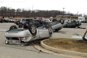 Hubo 28 muertos en Tennessee, 13 en Arkansas, siete en Kentucky y cuatro en Alabama, dijeron los funcionarios.