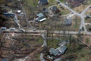 El presidente George W. Bush dijo que los afectados por los tornados recibirán la ayuda del Gobierno estadounidense y agregó que el resto del país reza por su bienestar y consuelo.