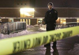 Los agentes de la Oficina de Control de Bebidas Alcohólicas, Tabaco, Armas de Fuego y Explosivos estaban apoyando a las autoridades locales en el lugar, dijo el portavoz Thomas Ahern al Chicago Tribune.