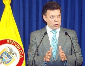 El ministro de Defensa colombiano, Juan Manuel Santos, repitió la posición del gobierno: no habrá retiro de tropas y una eventual negociación sería en una zona en la que actualmente no haya militares.