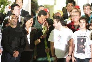 Los ex congresistas colombianos junto con sus familiares fueron recibidos por el presidente venezolano, Hugo Chávez, en el Palacio de Miraflores, en Caracas.