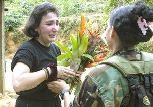 Las Fuerzas Armadas Revolucionarias de Colombia (FARC) entregaron en las selvas del departamento del Guaviare (sureste) a los ex parlamentarios Gloria Polanco de Lozada, Orlando Beltrán Cuéllar, Luis Eladio Pérez Bonilla y Jorge Eduardo Gechem Turbay, secuestrados en distintas acciones en 2001 y 2002 en el sur del país.