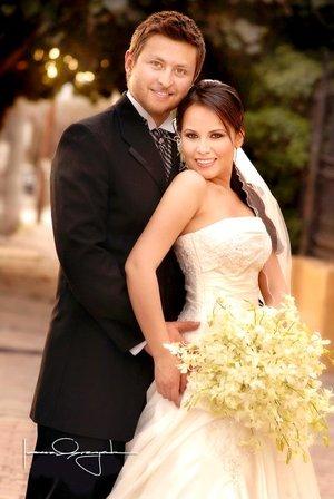 Sr. José Antonio Borbolla Ramírez  y Srita. Cynthia Nataly Zamora Verdeja unieron sus vidas en sagrado matrimonio en la parroquia de San Pedro Apóstol, el pasado sábado nueve de febrero de 2008. Estudio Laura Grageda