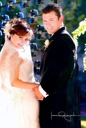 Sr. Isaac Aguirre Gómez y Srita. Joanna Lizette Zavala Ávalos unieron su vida en sagrado matrimonio en la parroquia Los Ángeles, la tarde del sábado 12 de enero de 2008. Estudio Laura Grageda