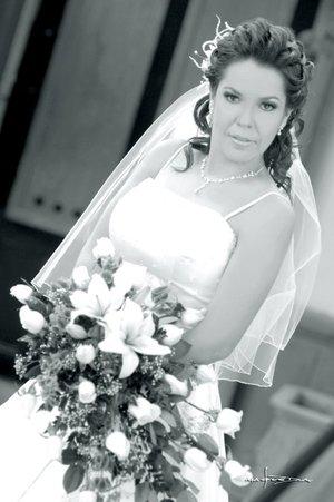 Srita. Rosa Elena Durón Silva el día de su boda con el Sr. José N. Estrada Cuevas. Estudio Carlos Maqueda