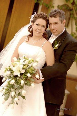 Sr. José N. Estrada Cuevas y Srita. Rosa Elena Durón Silva contrajeron nupcias en la parroquia Los Ángeles el pasado sábado 26 de enero de 2008. Estudio Carlos Maqueda