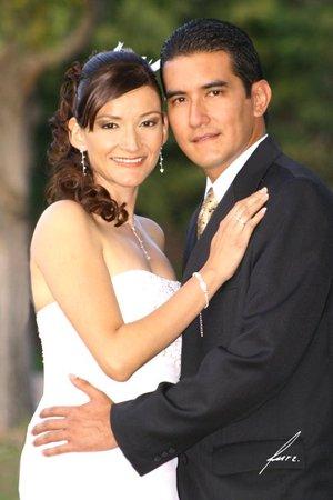 Dr. Ernesto García Betancourt y Dra. Adriana García González contrajeron matrimonio el ocho de diciembre de 2007. Estudio Alfredo Martínez.