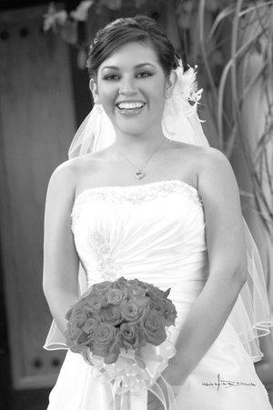 Srita. Miriam Paredes  López el día de su boda con el Sr. Rodrigo Pérez Díaz. Estudio Carlos Maqueda