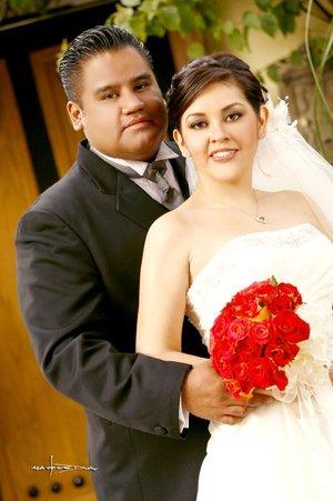 Sr. Rodrigo Pérez Díaz y Srita. Miriam Paredes López unieron sus vidas en sagrado matrimonio en la parroquia de San Pedro Apóstol el pasado sábado dos de febrero de 2008. Estudio Carlos Maqueda