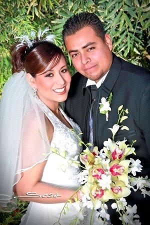 Sr. Fernando Adame Barraza y Srita. Ixchel Goretti Escobedo Huerta contrajeron matrimonio en la parroquia de Nuestra Señora del Refugio, el viernes 21 de diciembre de 2007