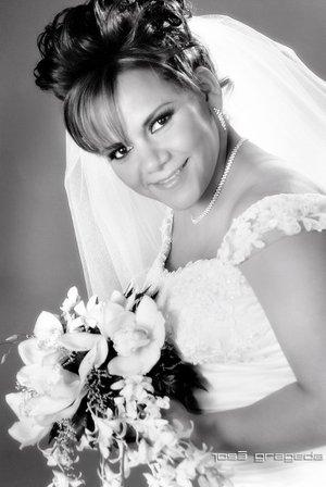 Srita. Martha Eloisa Arriaga Mireles el día de su boda con el Sr. Arturo Alonso Escobedo Torres. Estudio José Grageda