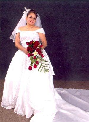 Dra. Ana María Sánchez Muñoz el día de su boda con el C.P. Saúl Rodríguez Ramírez. Estudio Reyes  G.
